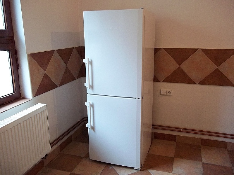 http://bazarcentrum.cz/storage/Other052019/31030A.JPG
